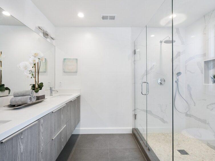 Beleuchtung im Badezimmer: ein Muss für eine gute Rasur und Make-up