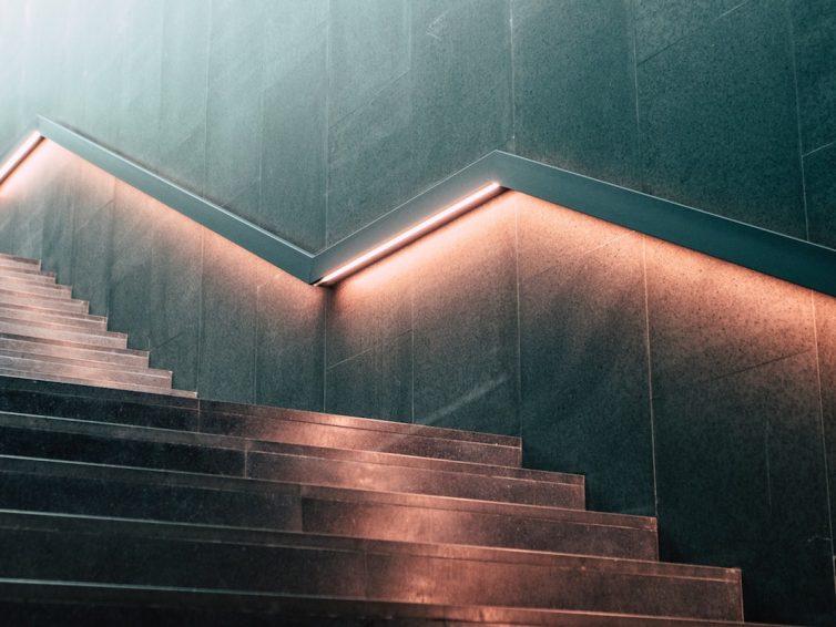 LED Treppenbeleuchtung für den Außen-, Office- oder Wohnbereich